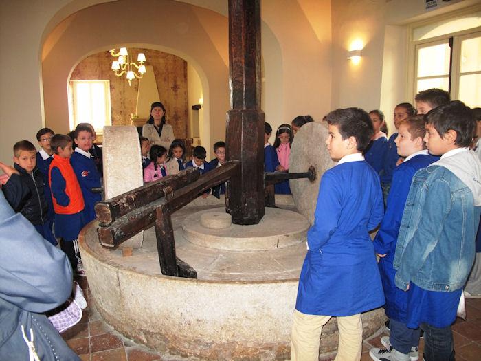 Visita Didattica Sala Interna Macina Castello Ducale Castel Campagnano