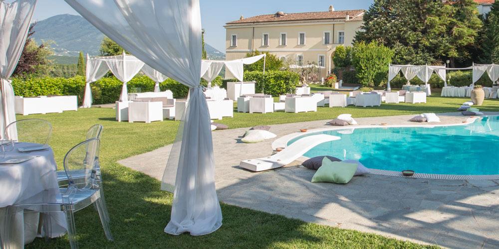 Villa location per matrimoni cerimonie ricevimenti e for Sedute per piscine
